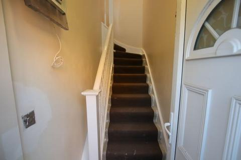 2 bedroom flat to rent - Ronver Road SE12