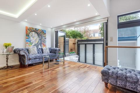 2 bedroom flat for sale - Webb's Road, Battersea