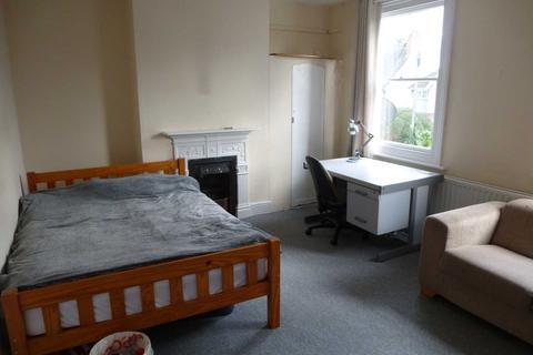 3 bedroom flat to rent - Junction Road, Reading