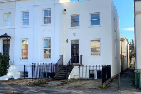 3 bedroom terraced house to rent - Hewlett Road, Cheltenham