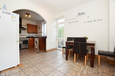 4 bedroom end of terrace house to rent - Lakeview Road West Nowood SE27