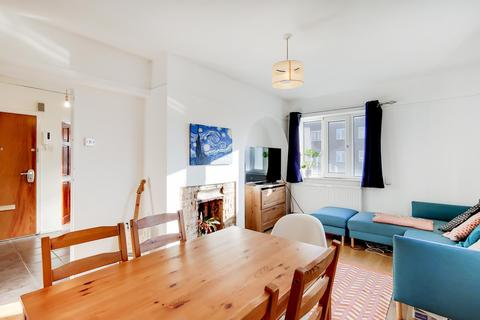 2 bedroom flat for sale - Swinburne Court, Basingdon Way, SE5