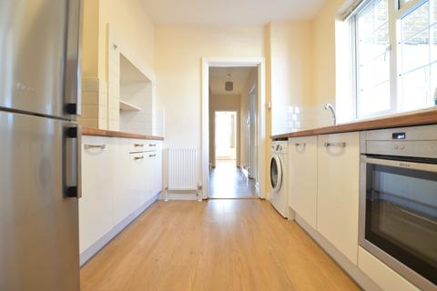 4 bedroom apartment to rent - Ray Drive, Maidenhead