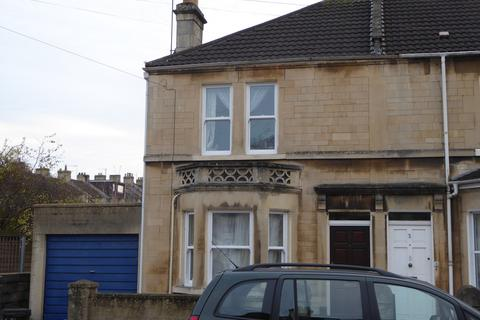 4 bedroom end of terrace house to rent - Lyndhurst Road, Oldfield Park
