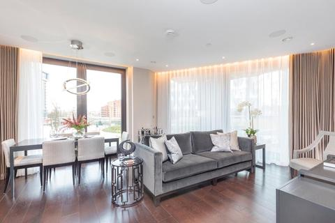3 bedroom flat to rent - Charles Clowes Walk, London