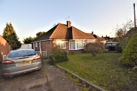 2 bedroom semi-detached bungalow to rent - Highway Avenue, Maidenhead