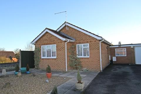 2 bedroom bungalow for sale - Shergold Way, COOKHAM, SL6