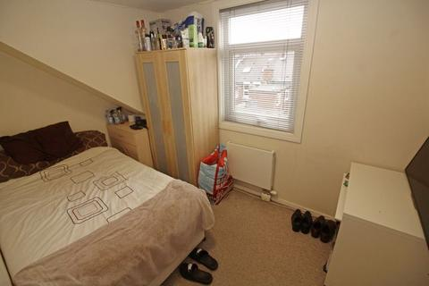 1 bedroom flat share to rent - Double room within a five bedroom maisonette