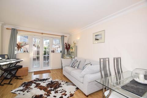 2 bedroom house to rent - Harper Mews, London