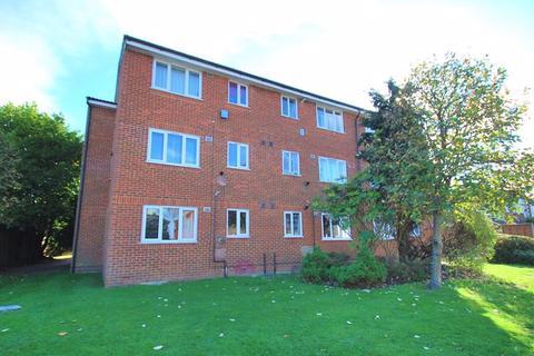 Studio to rent - Ranyard Close, Chessington