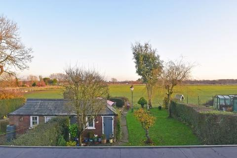 3 bedroom semi-detached house for sale - Widmer End