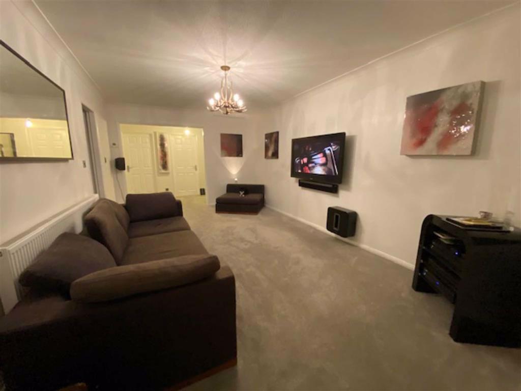 Spacious lounge (rear)