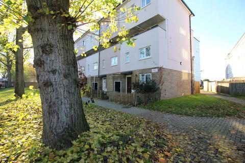 3 bedroom flat for sale - Sherborne Avenue, Enfield