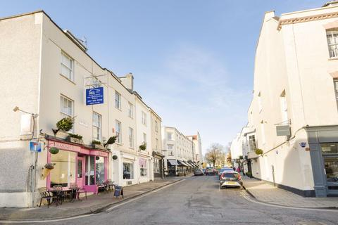 3 bedroom flat to rent - The Mall, Clifton
