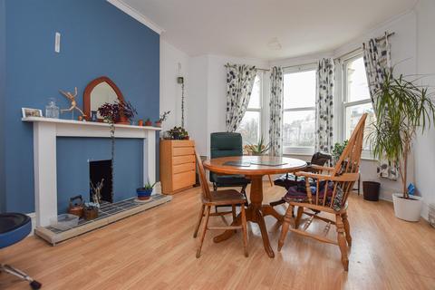 3 bedroom flat for sale - Cornwallis Gardens, Hastings