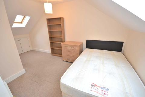 4 bedroom end of terrace house to rent - Brighton Road, Reading, Berkshire, RG6 1PX