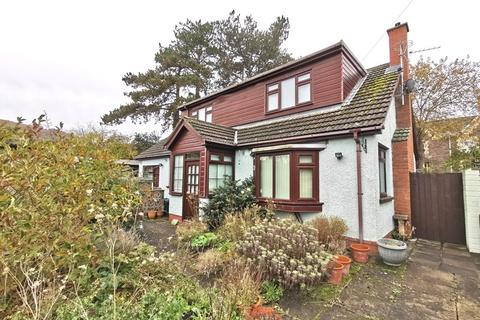 3 bedroom bungalow for sale - Pentre Road, Abergavenny, Monmouthshire, NP7