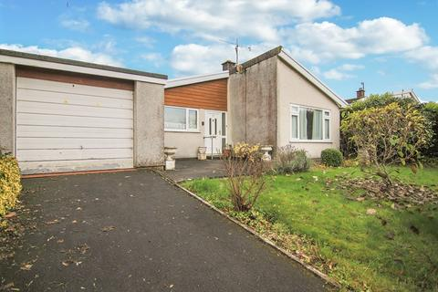 3 bedroom bungalow for sale - Church Close, Llangynidr, Crickhowell, Powys, NP8