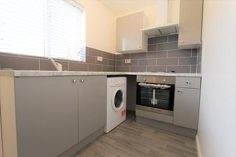 1 bedroom flat to rent - Plowman Close, London, N18