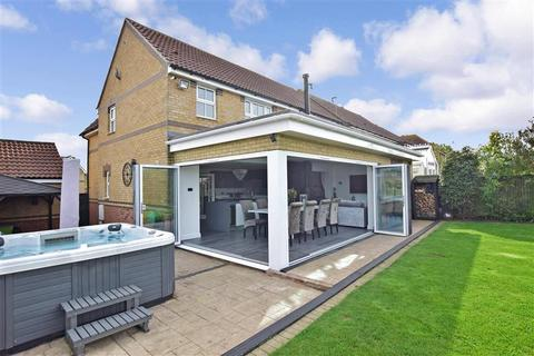 5 bedroom detached house for sale - Ruggles Close, High Halstow, Rochester, Kent