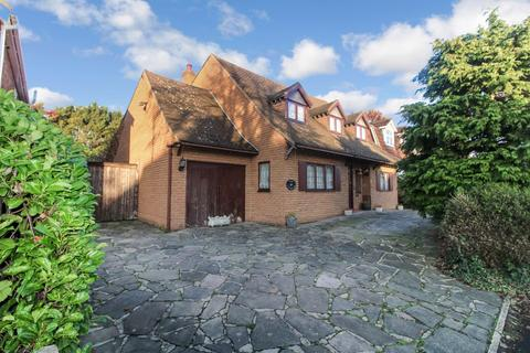 4 bedroom detached house for sale - Mawney Road, Romford, RM7