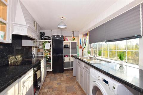 5 bedroom semi-detached house for sale - Clovelly Drive, Minster On Sea, Sheerness, Kent