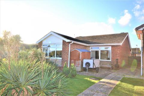 3 bedroom bungalow for sale - St Johns Drive, Pevensey, BN24