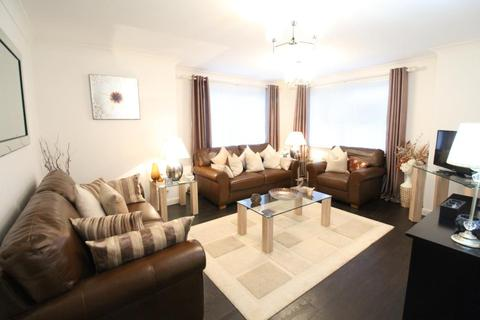 3 bedroom flat to rent - Mackie Place, Elrick, AB32