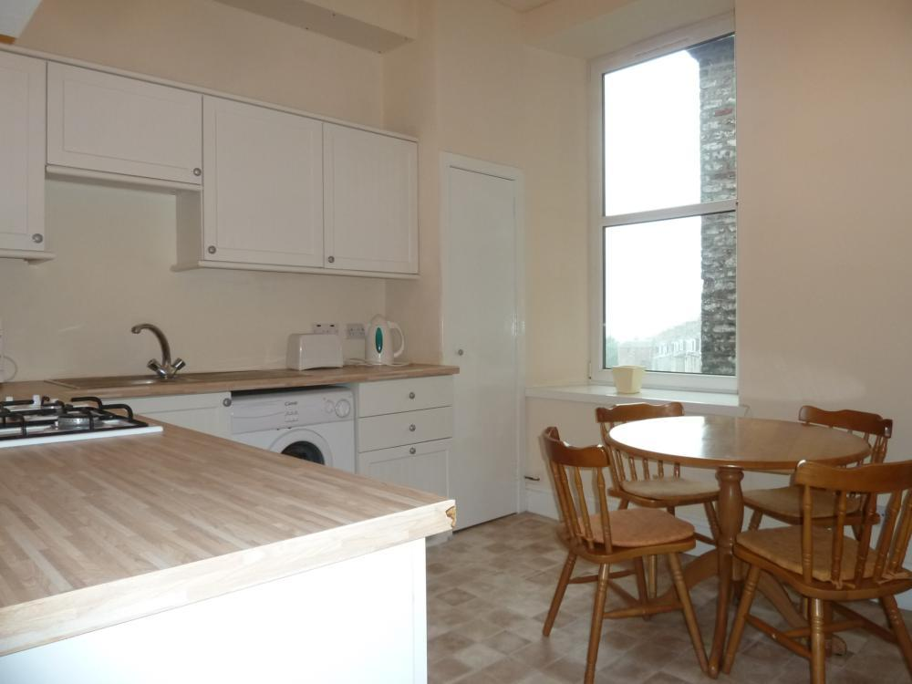 135 Rosemount Place, 2nd Right − Kitchen