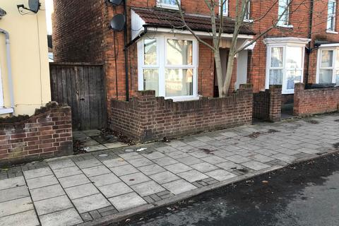 3 bedroom semi-detached house to rent - Marlborough Road, Bedford MK40