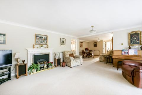 3 bedroom flat for sale - Sunset Avenue, Woodford Green, IG8