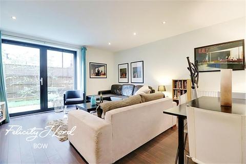 3 bedroom flat to rent - Newton Court, E3