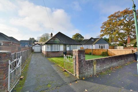 2 bedroom detached bungalow for sale - Vernalls Close, Northbourne, Dorset, BH10 7HA
