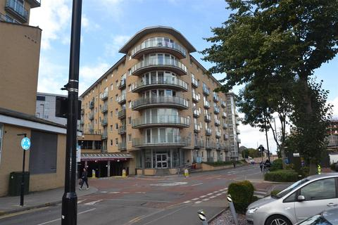 1 bedroom apartment for sale - Bergenia House, Feltham