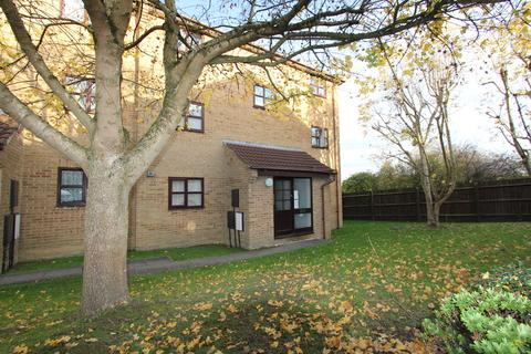 1 bedroom flat to rent - Ladd Close, Kingswood