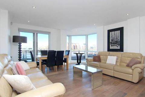 2 bedroom flat to rent - Mendip Court, Chatfield Road, London