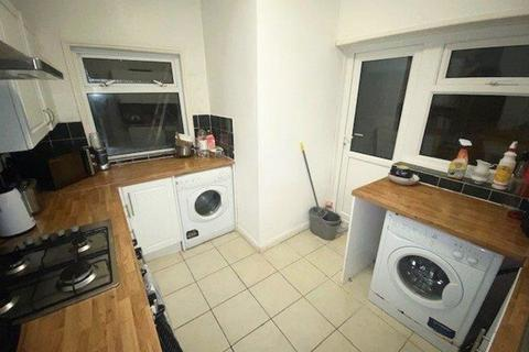 4 bedroom terraced house to rent - *NO STUDENT FEES 2020*Orchard Road, Portsmouth