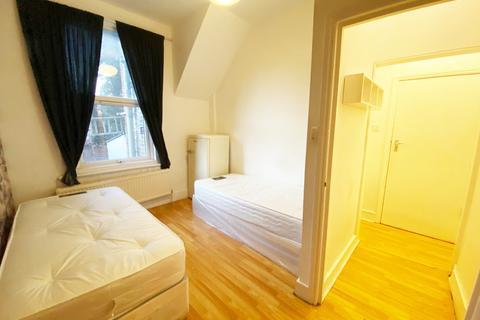 Studio to rent - Hillside Road, London N15