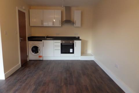 Studio to rent - Staines Road, Feltham
