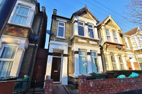 2 bedroom flat for sale - Knotts Green Road, London, E10