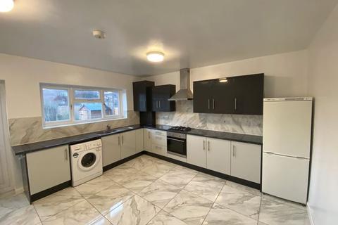 4 bedroom terraced house to rent - Coleman Road, Dagenham