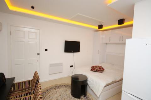 Studio to rent - Brassie Avenue, East Acton, London, W3 7DF