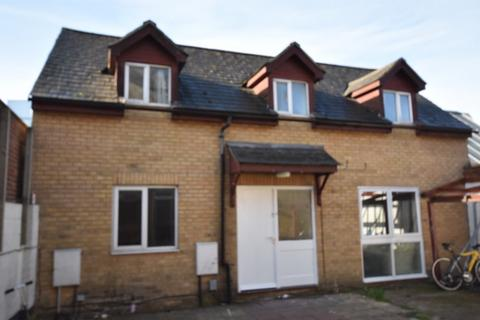 5 bedroom detached house to rent - Lysander Court, Oxford