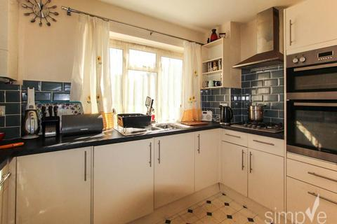 2 bedroom flat to rent - Croyde Avenue, Hayes, Middlesex