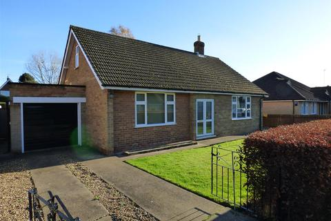 2 bedroom detached bungalow for sale - Winston Drive, Cottingham