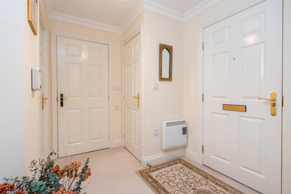 18 Gilhams Court 4718   entrance hall.jpg