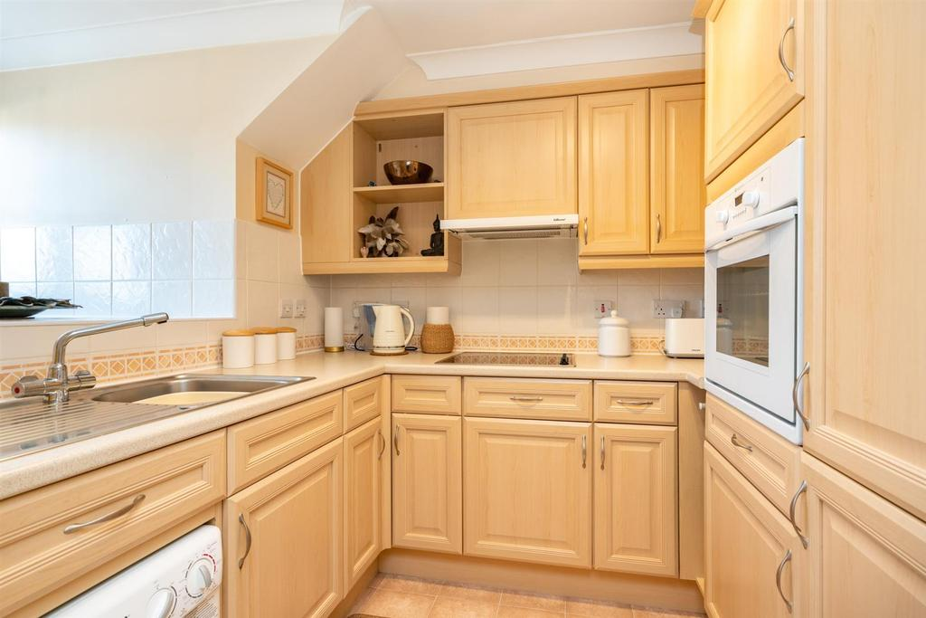 18 Gilhams Court 4709   kitchen.jpg