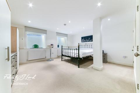 2 bedroom flat for sale - Royal George, Blissett Street, London, SE10 8UP