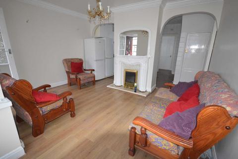 3 bedroom semi-detached house to rent - School Road, Dagenham