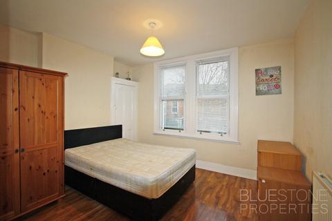 3 bedroom house share to rent - Elmfield Road, Balham, Wandsworth, London SW17